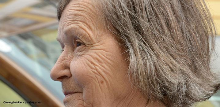 Seniorii – predispuși la apariția cariilor dentare