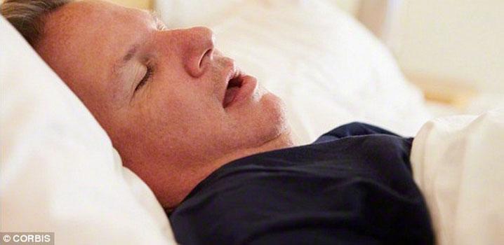 Dormitul cu gura deschisă poate afecta sănătatea dentară